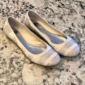 Gianni Bini White Canvas Iridescent Stud Flats 8.5
